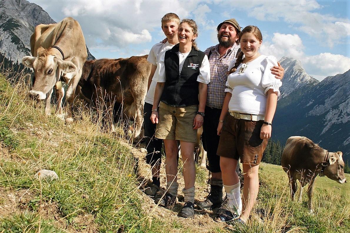 Hirtenfamilie Kluckner, Hochfeldernalm. (Foto: Knut Kuckel)