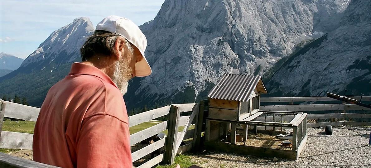 Das Foto vom Maler vor der überwältigenden Kulisse am Miemingerberg dürfte nach heutigen Maßstäben schon historischen Charakter haben. Foto: Knut Kuckel