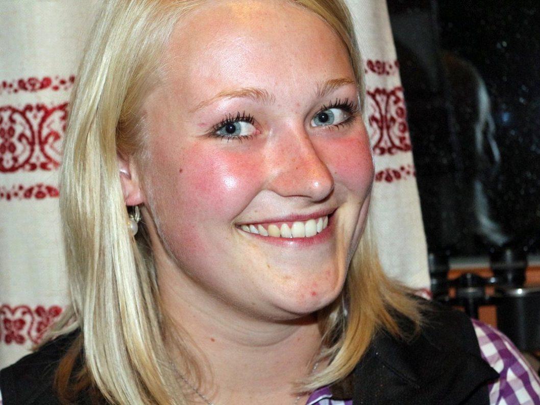 Bernadett Fuchs arbeitet im Sommer als Kellnerin auf der Marienberg Alm.