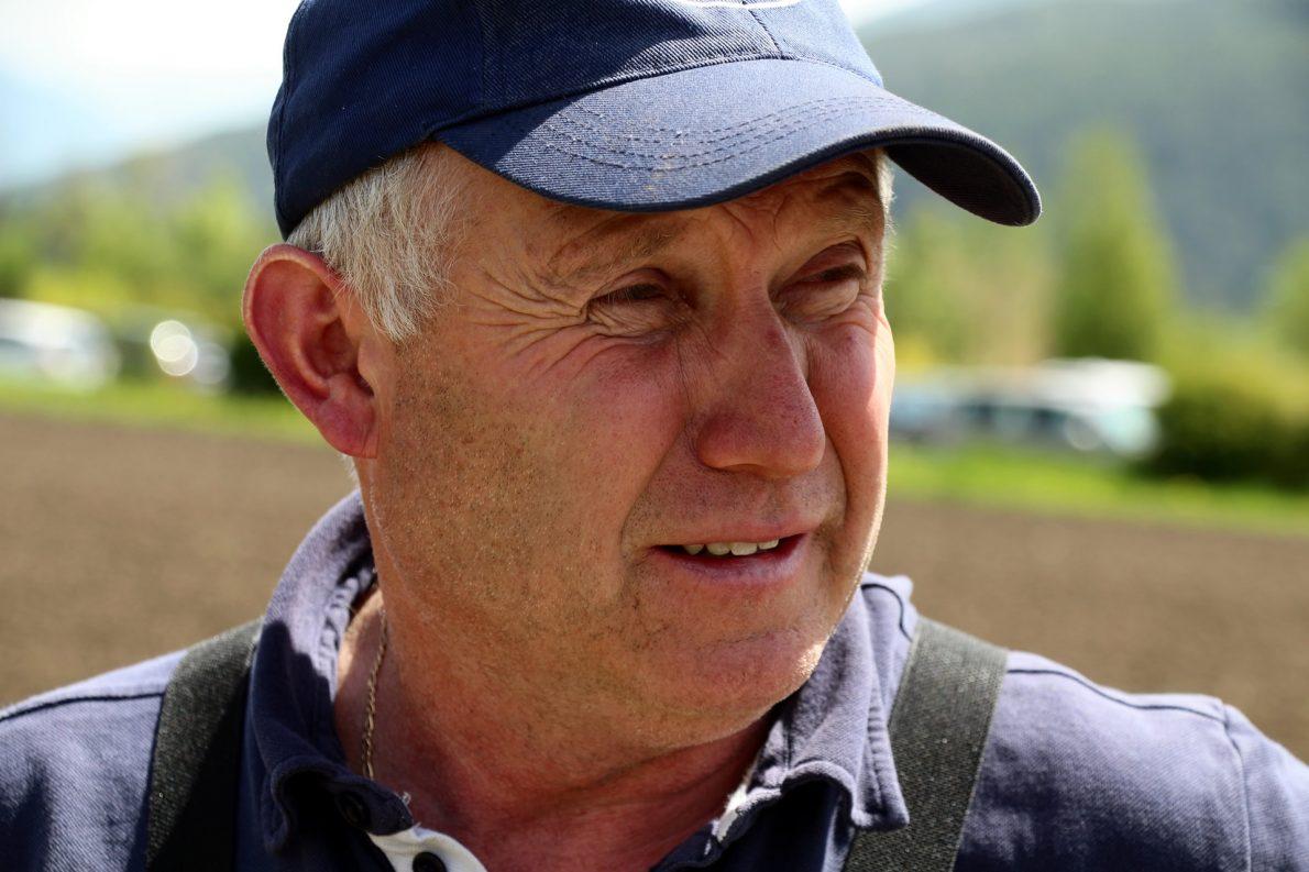 """Das Vieh hat ein gewaltiges Erinnerungsvermögen"""", erzählt der Felderer Almmeister Klaus Scharmer. (Foto: Knut Kuckel)"""