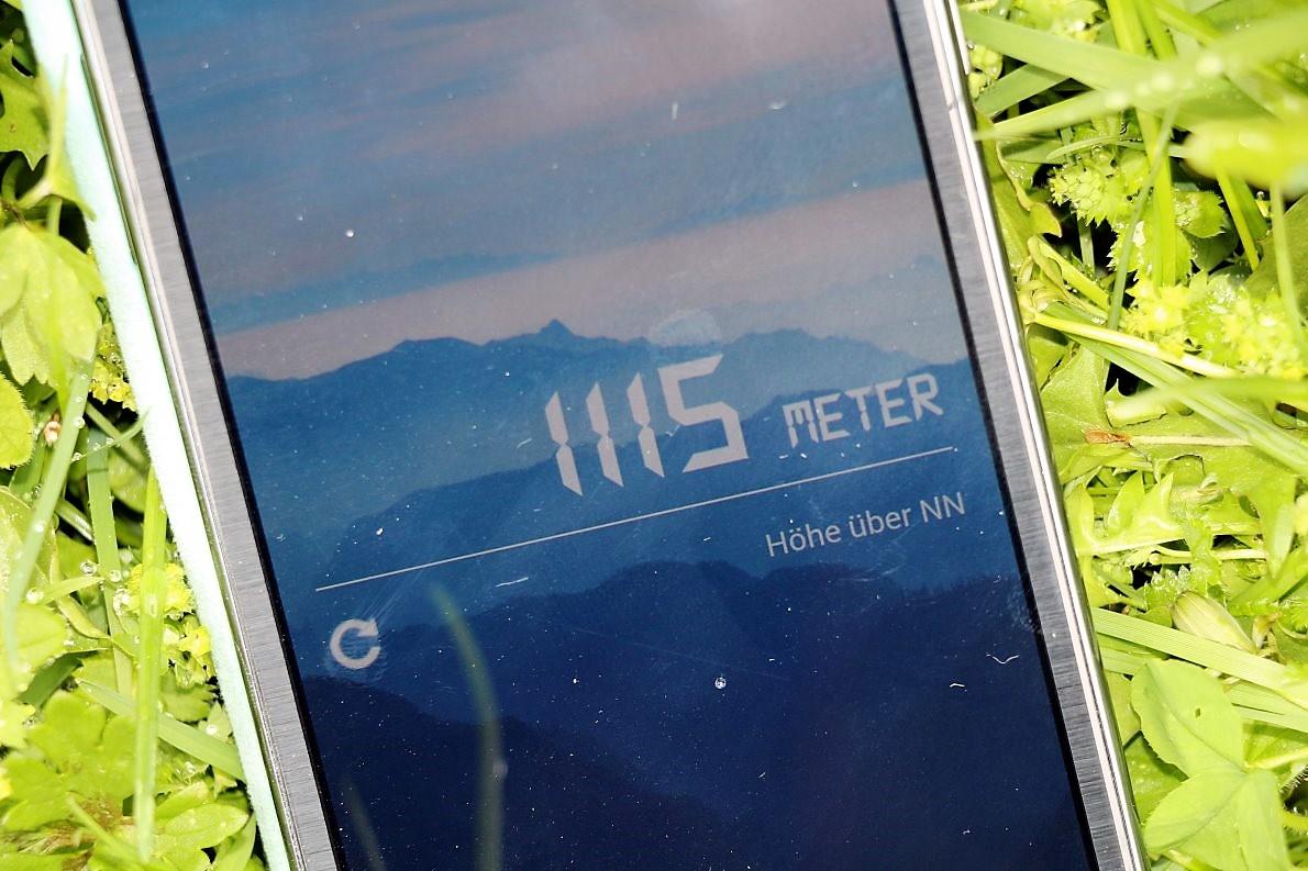 Eine Smartphone-App zeigt an: 1.115 Meter über Meer. (Foto: Knut Kuckel)