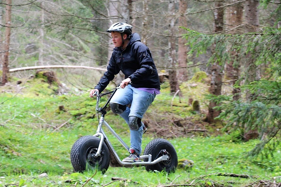 Radler, Jogger und eine besonders interessante Spezies von Rollerfahrern. (Foto: Knut Kuckel)