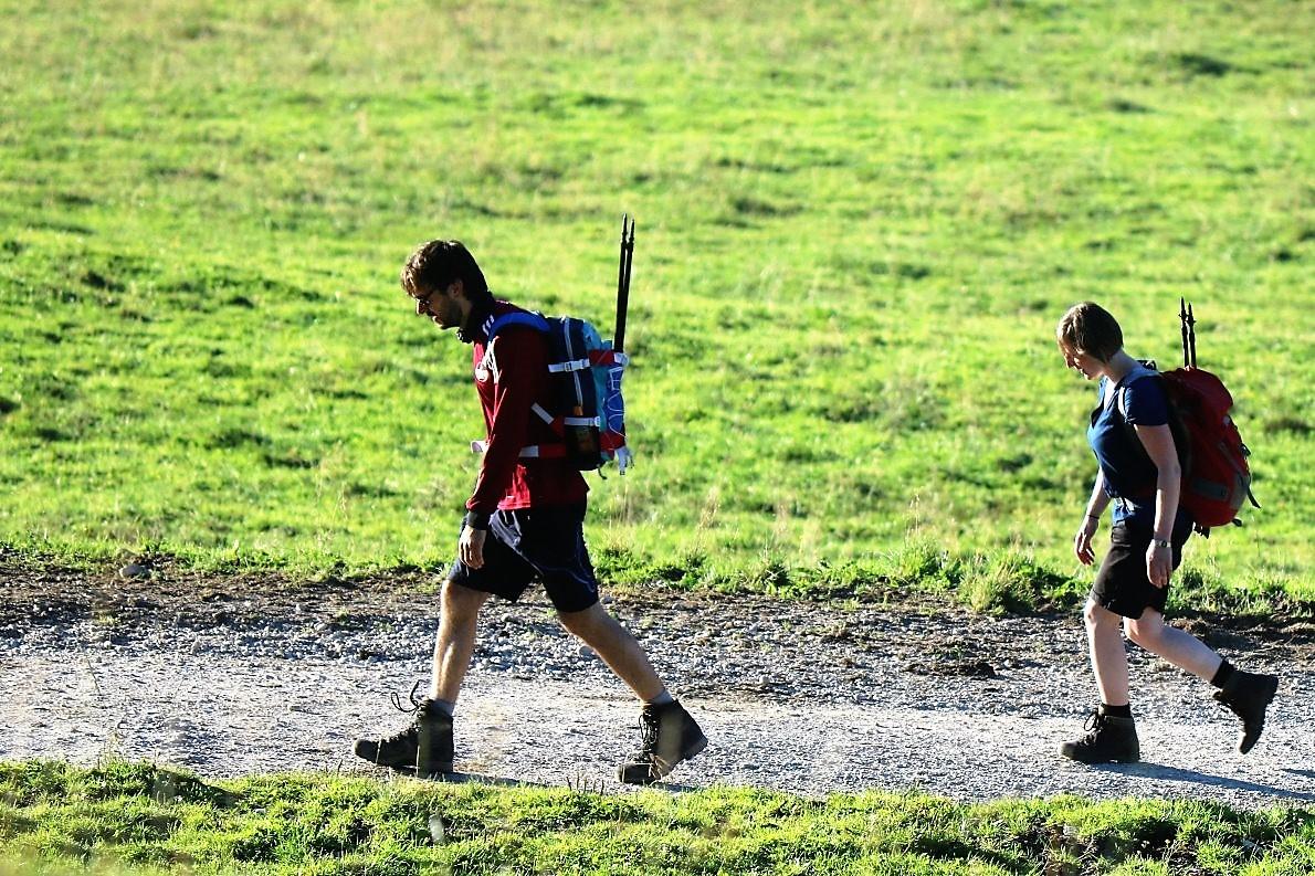 Vom Ausgangspunkt Leutasch oder Ehrwald marschiert man auf dem markierten Wanderweg, bis man die Hochfeldern Alm (1.750 m) erreicht hat. (Foto: Knut Kuckel)