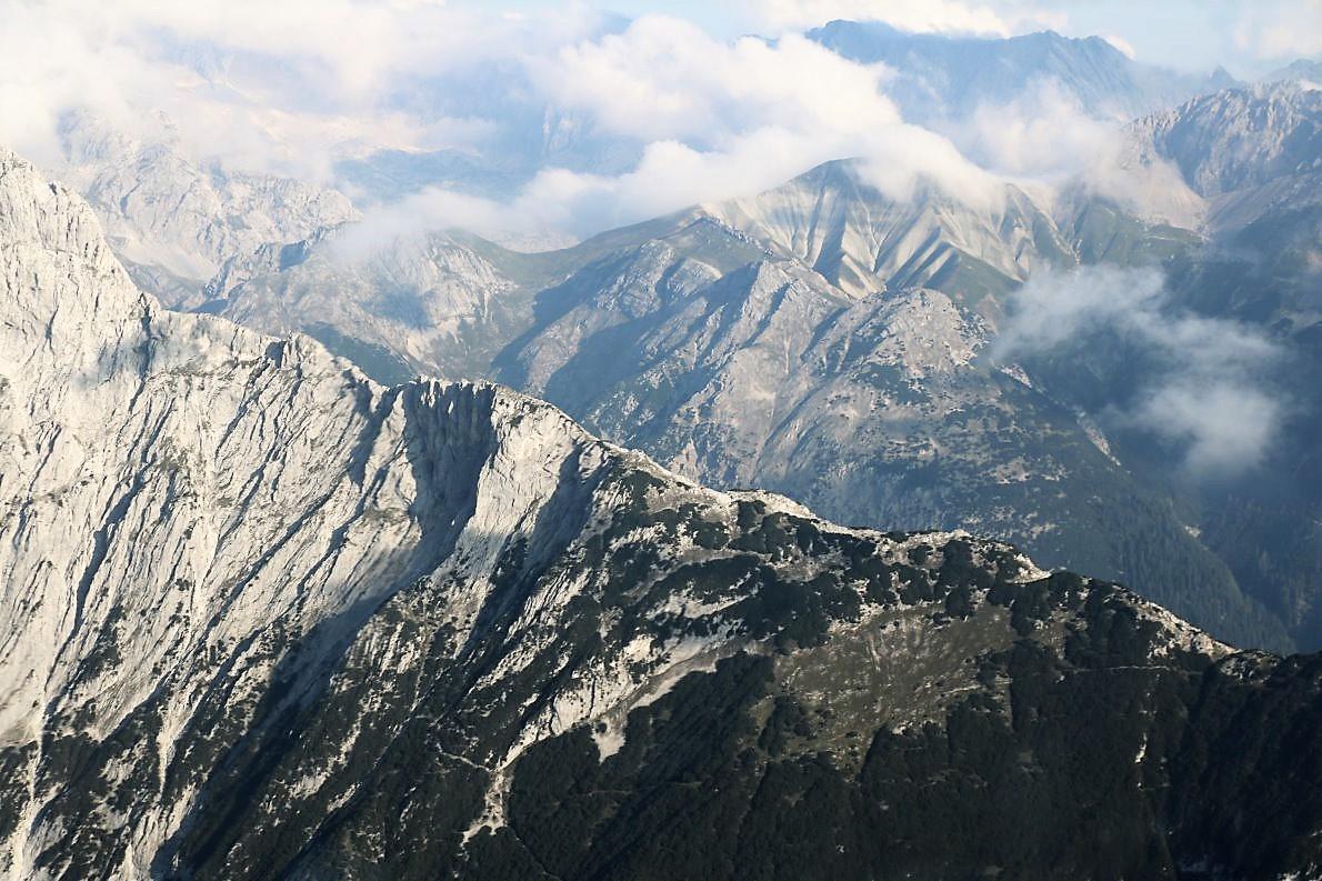 Die Mieminger Berge und das Wettersteingebirge im Norden. (Foto: Knut Kuckel)