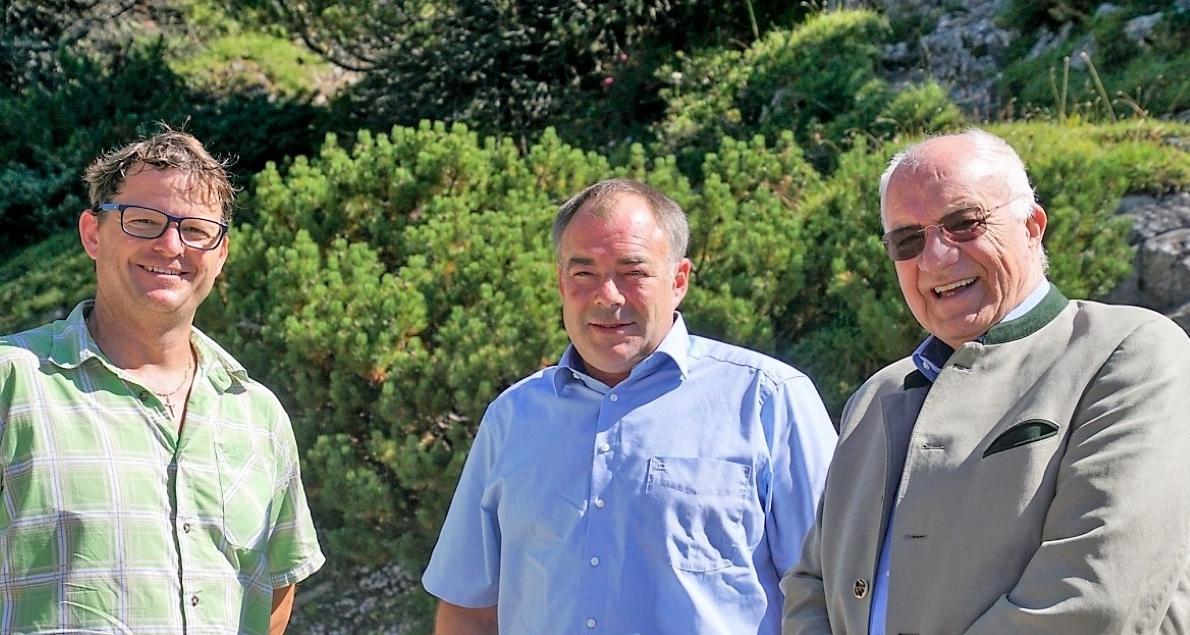 Almobmann Benedikt van Staa begrüßte unter den Gästen AltLH. DDr. Herwig van Staa, Vize-Bürgermeister von Obsteig Alexander Egger. (Foto: Andreas Fischer)