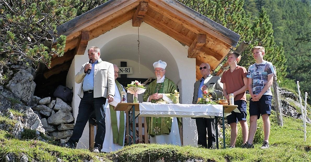 Der Stamser Abt German Erd las die heuer die Bergmesse auf der Marienbergalm. (Foto: Andreas Fischer)